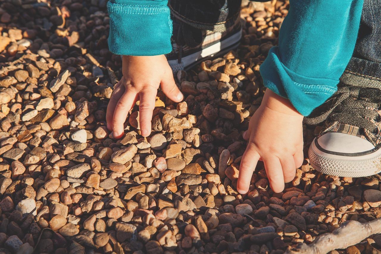 mains d'enfant